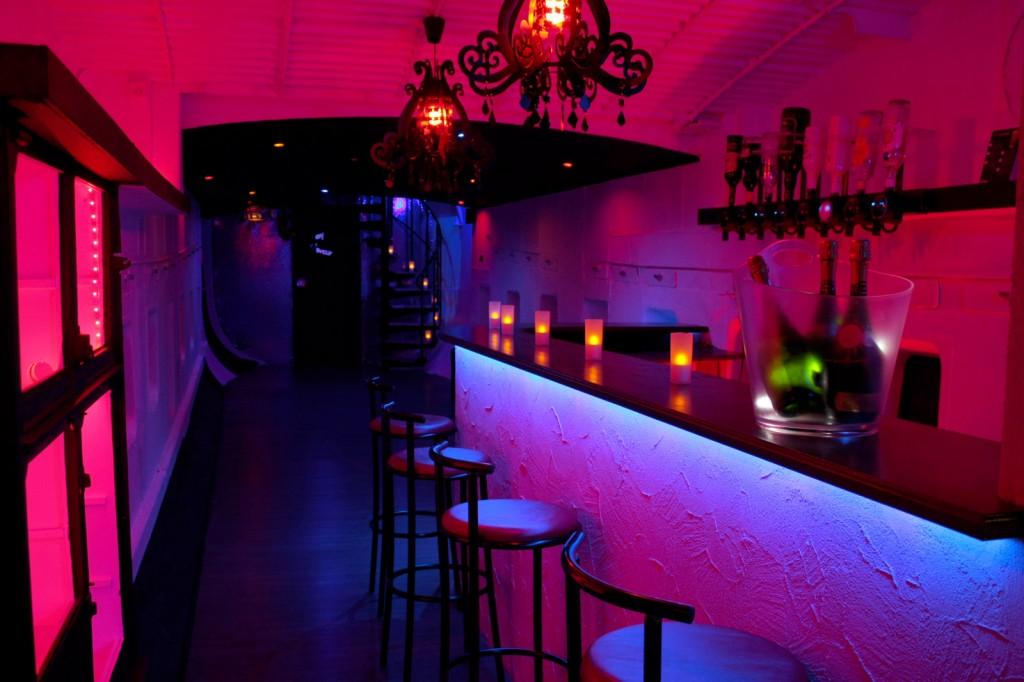 7ème ciel : le bar au pont inférieur