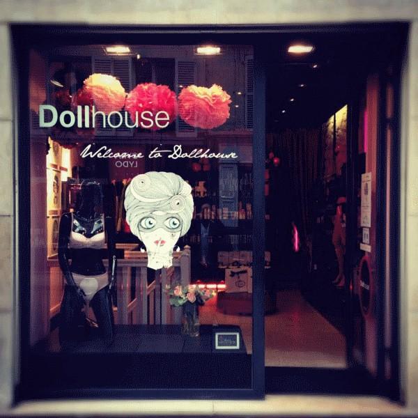 Dollhouse vitrine
